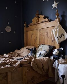 Sam's bed. Keep the blue walls or not? A little film on stories as well. Friday tomorrow and our wedding anniversary. www.tellkiddo.com #kidsroom #kidsdecor #toddler
