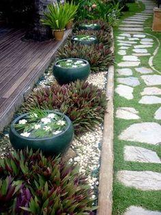 48 Creative Backyard Rock Garden Ideas to Try - Garten Kunst Back Gardens, Small Gardens, Outdoor Gardens, Water Gardens, Balinese Garden, Asian Garden, Japanese Garden Design, Japanese Style, Japanese Gardens