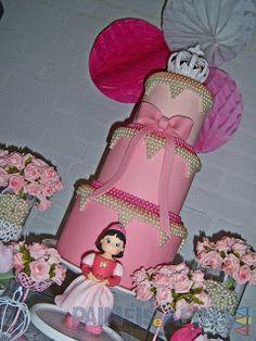 Bolo cenográfico #pérolas Era uma vez... Uma linda #princesinha de nome Catarina!