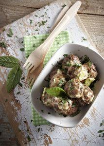tromaktiko: Κεφτέδες με γιαουρτένια σάλτσα στο φούρνο