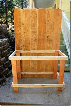 easy DIY Potting Bench using Fence Boards - Flower Patch Farmhouse - Garten und Hochbeet - Potting Bench With Sink, Outdoor Potting Bench, Pallet Potting Bench, Potting Tables, Outdoor Sinks, Fence Boards, Diy Bench, Garden Table, Diy Wood Projects