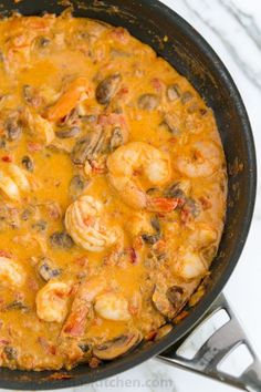 Shrimp & Mushrooms in a Garlic Bisque Sauce. Serve over rice, pasta or potatoes. My friend made this and I shamelessly refilled my bowl thrice! Great dinner recipe for a party Shrimp Dishes, Fish Dishes, Shrimp Recipes, Sauce Recipes, Fish Recipes, Cooking Recipes, Healthy Recipes, Shrimp Stuffed Mushrooms, Good Food