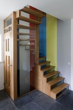 On location: Open staircase with glass - private home  (Murals by Jan van de Ploeg Photography by Thomas Mayer)