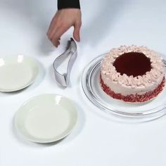 Cake Serving Tool GIF by Jon - It's hard to imagine a more first-world problem than the catastrophe that is cake-serving-collapse, but this tool offers an opportunity to save us from its treachery.https://s3-us-west-1.amazonaws.com/h...rving_tool.gifPreviously:http://www.homemadetools.net/forum/w...3592