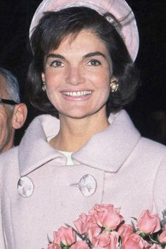 """Jacqueline Kennedy Onassis, born Jacqueline Lee """"Jackie"""" Bouvier July 1929 – May the wife of the President of the United States, John F. Kennedy, and First Lady of the United States during his presidency from 1961 until his assassination in Jacqueline Kennedy Onassis, John Kennedy, Estilo Jackie Kennedy, Les Kennedy, Jaqueline Kennedy, Carolyn Bessette Kennedy, Caroline Kennedy, Tilda Swinton, Grace Kelly"""