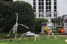 Casa Halloween, Halloween Skeleton Decorations, Halloween Displays, Family Halloween Costumes, Halloween Skeletons, Outdoor Halloween, Halloween 2020, Holidays Halloween, Happy Halloween