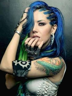 Alissa White-Gluz, one of the greatest vocalist music industries and metal scene have ever seen! So talented and so beautiful! Keep on rocking \,,/