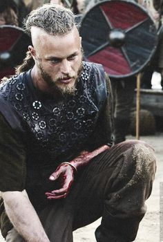 ok... now i have to start watching... Ragnar [Vikings] <3