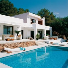 House in Ibiza. Gorgeous Mediterranean style home in Ibiza will take your breath away! Mediterranean Architecture, Mediterranean Style Homes, Home Fashion, Exterior Design, Exterior Colors, Stucco Colors, Modern Exterior, Exterior Paint, Villas