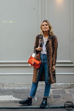 Lucy Williams between the fashion shows. The post Paris SS 2019 Street Style: Lucy Williams appeared first on STYLE DU MONDE Fashion Me Now, Fashion Photo, Everyday Fashion, Womens Fashion, Street Chic, Paris Street, Lucy Williams Style, Sandro, Mon Jeans
