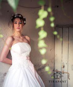 Abito Peonia: il corpino di questo #abito da #sposa è creato da un gioco di pieghe ed una cascata di #pizzo ricamato. La vita viene ben valorizzata dalla cintura di #taffetà con fiocco e lunghe gale. L'abito è disponibile in tutte le varianti di tono.  #wedding #weddingday #bride #bridal #weddingdress #sposaclassica #collezionesposa2016 #nozze #matrimonio