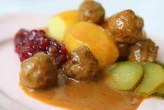 Köttbullar med brunsås och kokt potatis | Jennys Matblogg