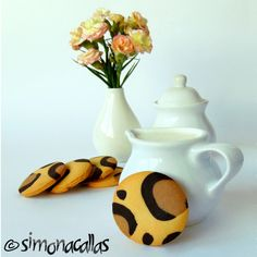 Leopard Print Cookies Children love animals, they adore biscuits (cookies) and are thrilled when you surprise them with animal themed food. Romanian Desserts, Romanian Food, Romanian Recipes, Animal Themed Food, Animal Party, Biscuit Cookies, Yummy Cookies, Chip Cookies, Leopard Cake