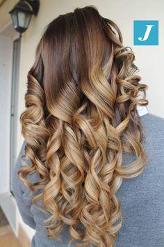 Avvolgente come un abbraccio _ Degradé Joelle. #cdj #degradejoelle #tagliopuntearia #degradé #igers #musthave #hair #hairstyle #haircolour #longhair #ootd #hairfashion #madeinitaly #wellastudionyc