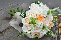 Very fresh looking bride bouquet flowers. Bride Bouquets, Bouquet Flowers, Happy Flowers, Floral Wreath, Wreaths, Table Decorations, Pastel, Fresh, Home Decor