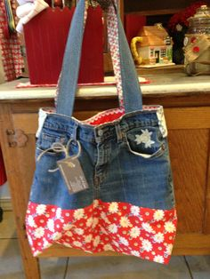 I used to make these purses in high school! Too cute!