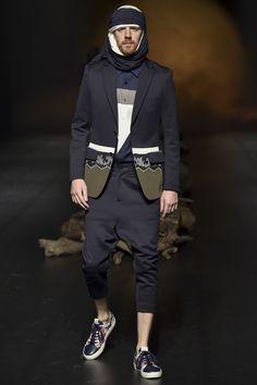 Yoshio Kubo Tokyo Spring 2016 Fashion Show Fashion Art, Fashion Show, Mens Fashion, Fashion 2016, Daily Fashion, Runway Fashion, Spring 2016, Spring Summer Fashion, Madrid