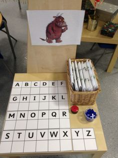 Small challenge table, where children find their personal challenge book and complete a different challenge each day. This one is to match each capital letter with the correct lower case one. Early Years Teaching, Early Years Classroom, Play Based Learning, Learning Centers, Reception Class, Funky Fingers, Eyfs Classroom, Writing Area, School Displays
