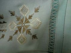 Neşe Şen Drawn Thread, Bargello, Embroidery Designs, Elsa, Arts And Crafts, Brooch, Jewelry, Needlepoint, Home Ideas