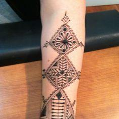 Diamond-shaped Moroccan henna.