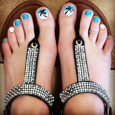 Palm tree toes for summer pedicure and Maurice's bling sandals :) La #primavera invita a flores, a lucir colores vivos en nuestras #manicuras y #pedicuras. ¿Te apuntas? #nails #unas #spring #pedicure #Mallorca #TinaJimenez #Harmony #Orly