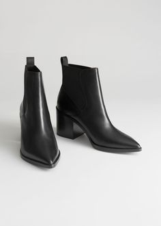 Chunky Chelsea Leather Boots Chunky Chelsea Lederstiefel - Schwarz - Chelseaboots - & Other Stories This image has g Leather Chelsea Boots, Black Leather Boots, Calf Leather, Leather Booties, Womens Chelsea Boots, Black Chelsea Boots Outfit, Chelsea Boots Heel, Black Ankle Boots Outfit, Leather Shoes
