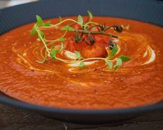 Fyldig og cremet suppe lavet af bagte tomater, det giver en dejlig sødme og intens tomat smag.  Enhver børnefamile har en ret som bare virker hver gang, som alle elsker, garanterer tomme fade og talle