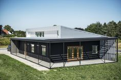 passive-house-made-from-shipping-containers-and-recycled-materials-2.jpg