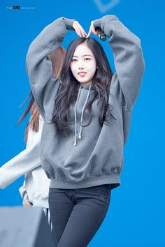 180223 Olympics Headliner Show in 평창 Kpop Girl Groups, Korean Girl Groups, Kpop Girls, Kpop Outfits, Dance Outfits, Casual Outfits, Sinb Gfriend, Gfriend Sowon, Gfriend Profile