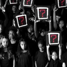 Y nos preguntamos: Where is the love?  La canción Where is the love? del grupo Black Eyed Peas debutó en el 2003 pero el día de hoy es una pregunta que resuena fuerte con cada nueva noticia de atentados de muertes y de miseria. El grupo sacó un remix de la canción promulgando la paz. #whereisthelove Video en el link de la bio.