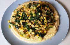 Mit veganske køkken: Polenta med Ristede Grøntsager Polenta, Vegetable Pizza, Squash, Chili, Mad, Vegan, Vegetables, Spinach, Pumpkins