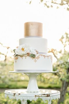 Metallic detailed wedding cake: http://www.stylemepretty.com/connecticut-weddings/2015/07/23/romantic-wedding-inspiration-at-hickory-hill-orchard/ | Photography: Simply K Studios - http://www.simplykstudios.com/