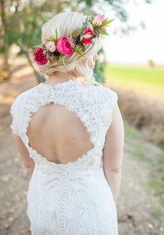 20 Fresh Floral Bridal Hair Ideas