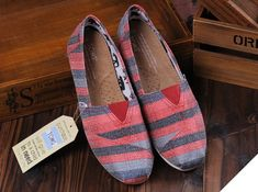 fresh and ready for your feet,TOMS shoes,god...SAVE 66% OFF! this is the best! | See more about blue stripes, toms shoes outlet and gray stripes.