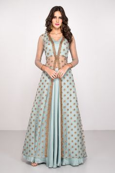 30 Trendy Sangeet Outfit Ideas for the Bride What to wear at your sangeet ceremony - 13 dress Indian bling ideas Indian Gowns Dresses, Indian Fashion Dresses, Dress Indian Style, Indian Designer Outfits, Pakistani Dresses, Designer Dresses, Net Dresses, Designer Clothing, Lehenga Designs