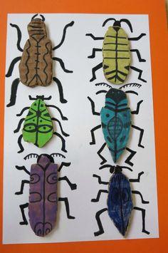 Geen beschrijving, het lijf lijkt mij geknipt uit karton en beschilderd. Op ondergrond bevestigd en met stift afgetekend. Voor jong en oud. Art For Kids, Crafts For Kids, Arts And Crafts, Diy Crafts, 2nd Grade Art, Bug Art, Insect Art, Nature Crafts, Animal Crafts