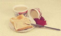 Recette de beurre d'érable toute simple et rapide à faire Canadian Dishes, Canadian Cuisine, Canadian Food, Canadian Recipes, Dessert Simple, Kinds Of Desserts, Easy Desserts, Sin Gluten, Fudge