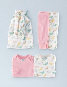 Extremely soft, with sweet bows, these can be a great layering piece. With their own matching bag they make a lovely gift.