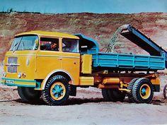 Škoda 706 RT: Populární trambus se začal vyrábět před 60 lety | Auto.cz Retro Cars, Vintage Cars, Old Trucks, Cars And Motorcycles, Monster Trucks, Vehicles, Czech Republic, Design, Wheels