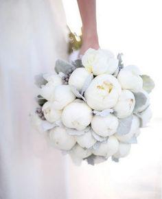 Joli bouquet façon boule de glace blanche comme neige. MG Evénements Ile de Ré
