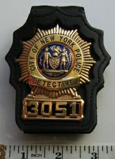 City of New York Police Detective 3051 gold, blue, seal, sunburst leather badge holder Law Enforcement Badges, Federal Law Enforcement, Police Life, Police Cars, Us Military Medals, Car Badges, Police Badges, Leather Badge Holder, Fire Badge