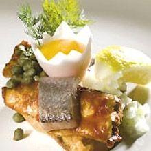 Havstryger | Ugebladet SØNDAG  Ida Davidsen smørrebrød med sardiner, kryddersild og æggeblomme.