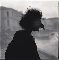 "© Hiroshi Watanabe, ""Marta Marchi as Strega (Silhouette)"", série ""Comedy of Double Meaning"", Venise, Sapporo, Hiroshi Watanabe, Double Sens, Asian Photography, Bird Masks, The Mind's Eye, Contemporary African Art, Spiritus, Venice Biennale"