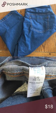 ea9783d91402f Barely worn capris with functional front and back pockets. Time and Tru  Jeans Ankle   Cropped
