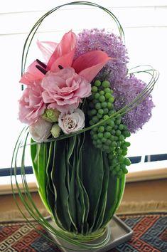 Allium giganteum, Anthurium, Eustoma, Dracaena, Grape, Steel grass