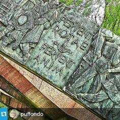#Torino raccontata da puffondo per #inTO #into Il monumento all'Autiere d'Italia non poteva essere collocato che di fronte al #museonazionaledellautomobile #gcpf904