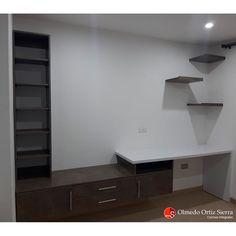 NO TENEMOS ESPACIO EN LA CASA??😱😱 Cuando nuestro hogar se nos queda pequeño es bueno saber que hay alternativas de diseño que nos ayudarán a que se vea un poco más amplio. 👏 La clave es aprovechar esos espacios aéreos que parecen que no sirvieran pero son una gran solución. 👍 Cali, Colombia 🇨🇴 #mobiliarioamedida #mobiliariomoderno #mueblesdemadera #mueblescali #mueblesencali #mueblespersonalizados Cali Colombia, Corner Desk, Furniture, Home Decor, Home, Modern Furniture, Home Furniture, Single Wide, Shelving Brackets