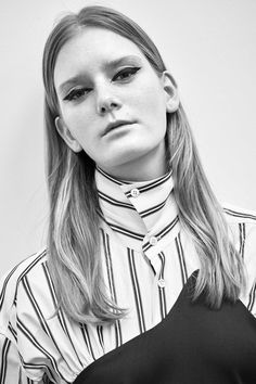 See the complete Aalto Pre-Fall 2017 collection.
