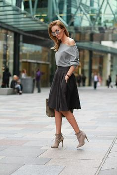 Grey shirt, high waist skirt and cute sand booties