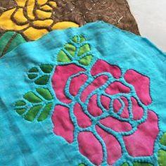 なかなか進みません😅💦 ロケラニポーチ🌹🌹 イエローローズも好きかも💕 #ハワイアンキルト #ロケラニポーチ #リバースアップリケ Card Patterns, Applique Patterns, Applique Quilts, Applique Designs, Quilting Designs, Cushion Embroidery, Hand Embroidery Flowers, Hand Embroidery Designs, Embroidery Stitches